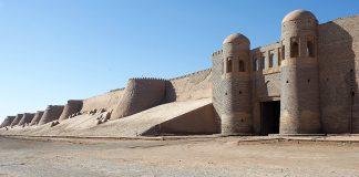 Una de las puertas en la imponente muralla. CHEMA BUENECHEA