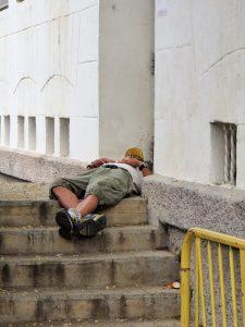 La desigualdad está dentro. Un día cualquiera en una calle de Sevilla. PROPRONEWS