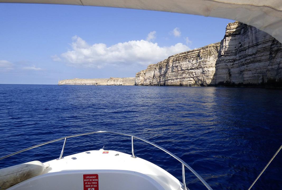 Saliendo a la mar. J.M.P.
