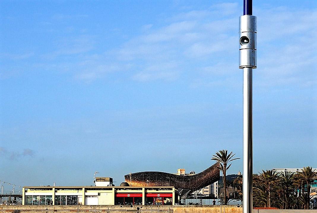 Megafonía inteligente en una playa de Barcelona. ADTEL