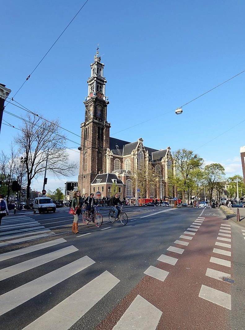 La Westerkerk domina la plaza, junto al Museo de Ana Frank. PROPRONews.