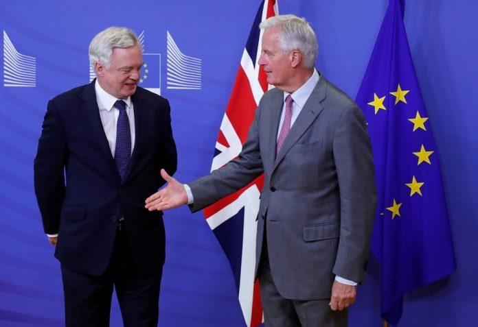 Una imagen significativa. Parte del Reino Unido rechaza la mano que le tiende Europa.