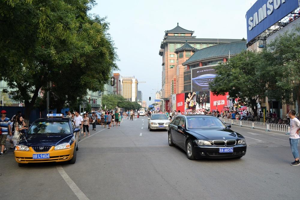 La céntrica avenida Donghuamen, donde se ubicaba el mercado de los bichos.