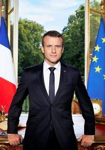 El nuevo presidente de Francia dimitió de su puesto en Esprit para presentarse a las elecciones.