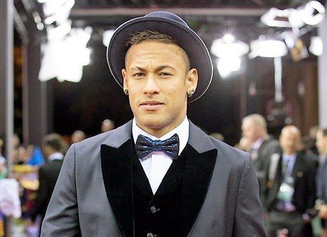 De esta guisa nos recibió Neymar en París.