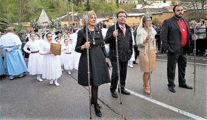 Los sectores progresistas de Extremadura acusan a Vara de un exhibicionismo católico intolerable en un Estado laico.