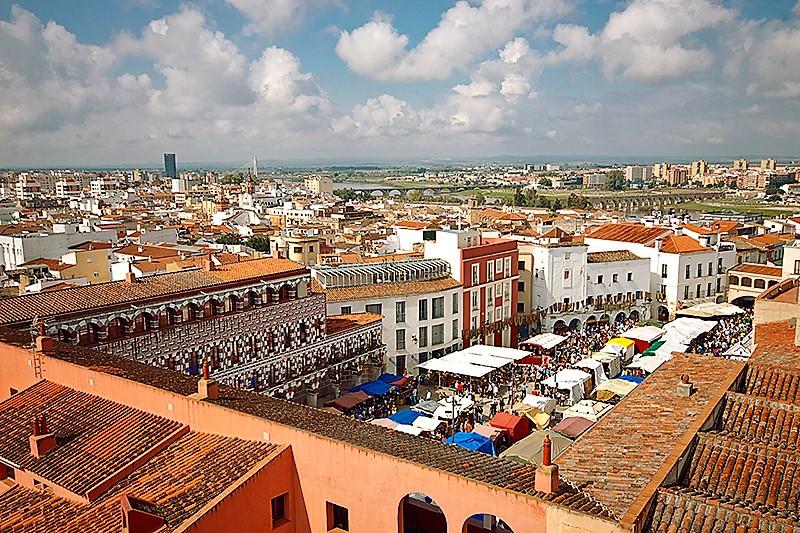La Plaza Alta de Badajoz es uno de los principales escenarios de la fiesta. TURISMO DE EXTREMADURA