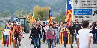 Más de 50 carreteras se cortaron a la vez en toda Cataluña. RTVE