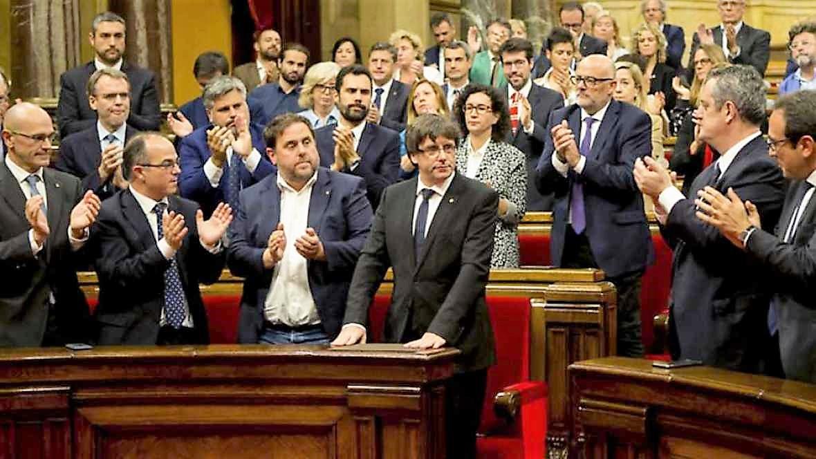 Mientras aplauden sus delirios, Cataluña se arruina. RTVE