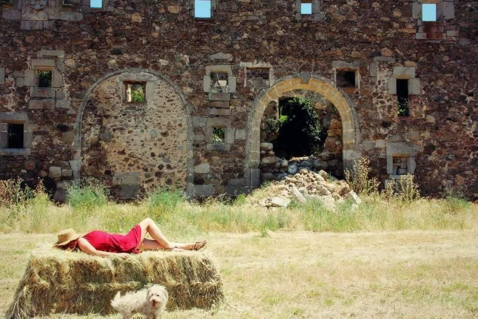 La autora, descansando en algún rincón del mundo.