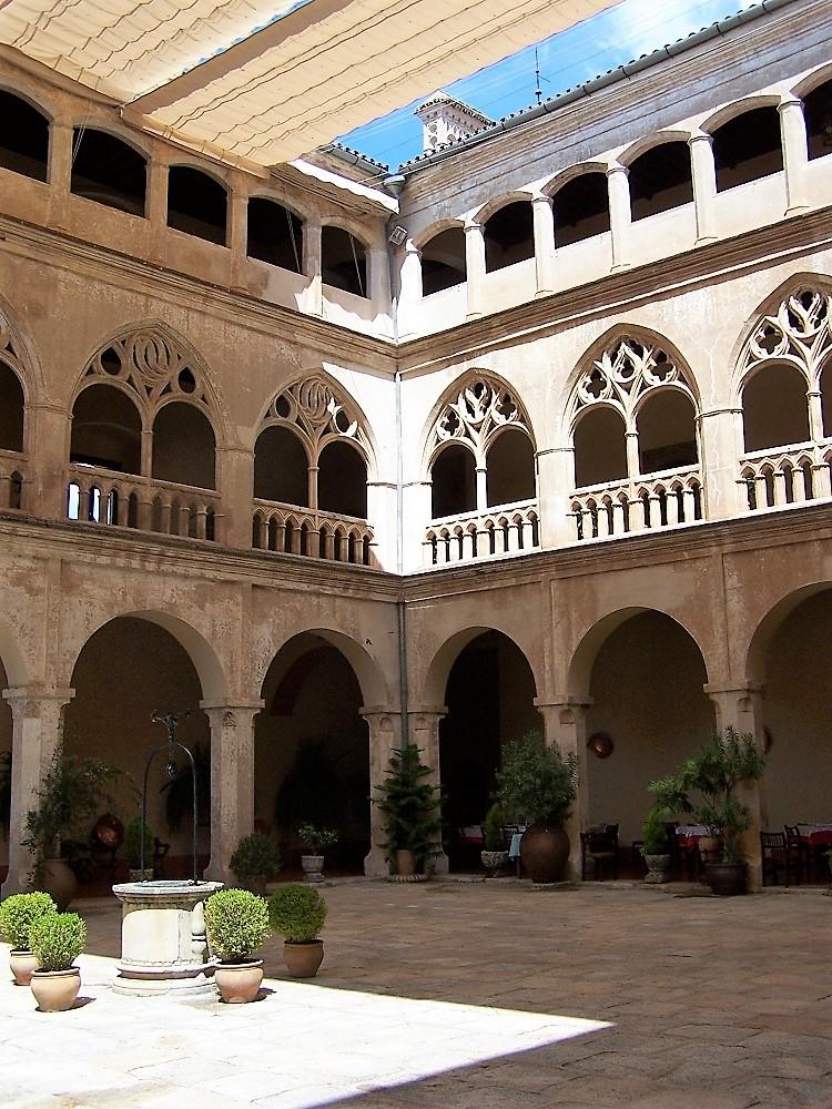 Patio de la Hospedería del Monasterio. PROPRONEWS