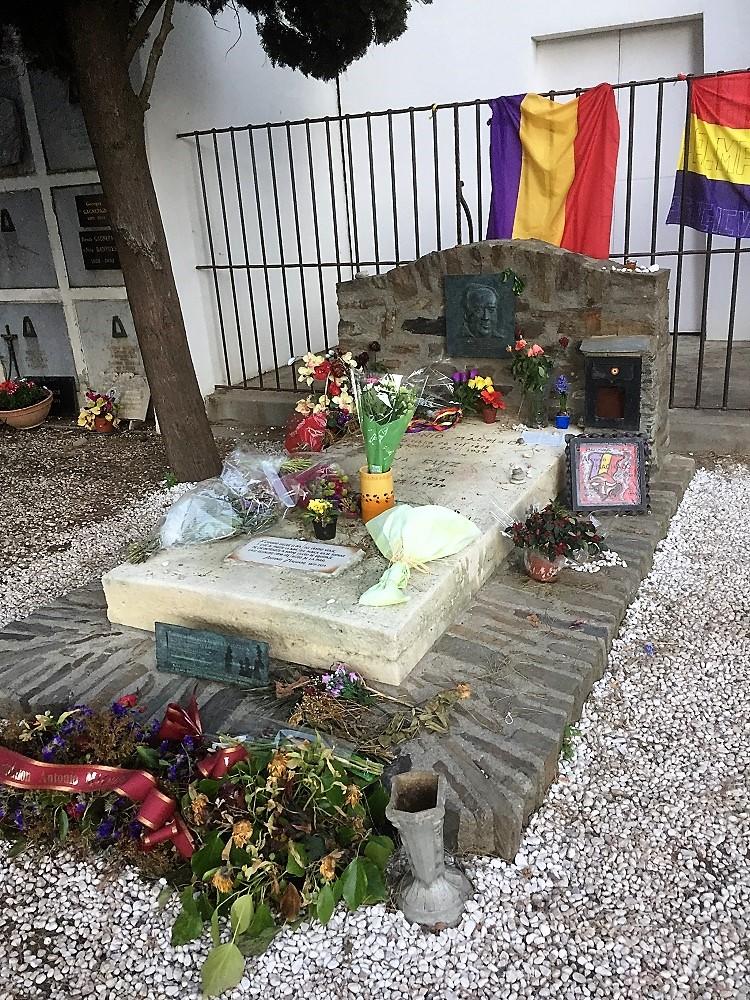 La tumba del poeta. J. A. HIDALGO