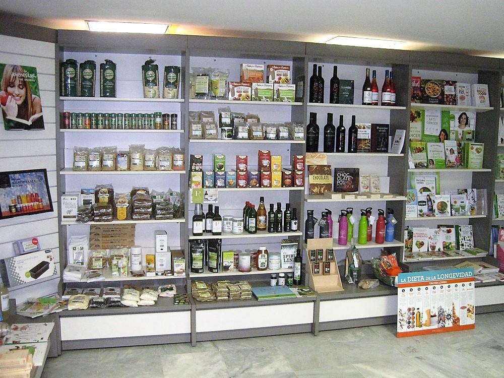 Sección de Gastronomía, con delicatessen y libros de cocina. PROPRONEWS