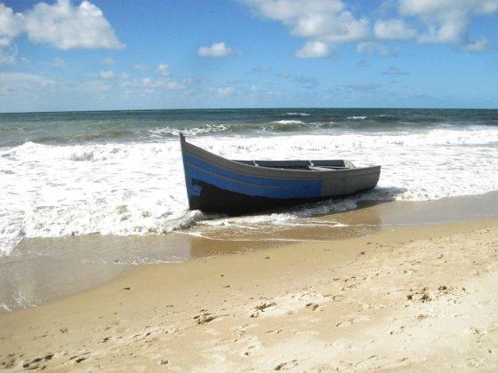 Y la patera quedó sola, varada en la orilla. PROPRONEWS