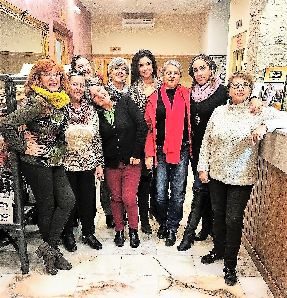 Leonor en el centro de la imagen con las compañeras que hacen público hoy su testimonio en Cáceres.