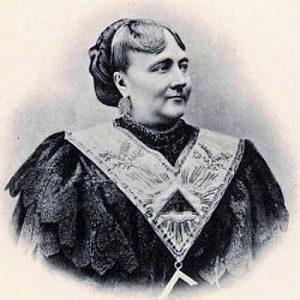 Marie Deraismes fundó, junto a Georges Martin, la Orden Masónica Mixta Internacional el Derecho Humano.