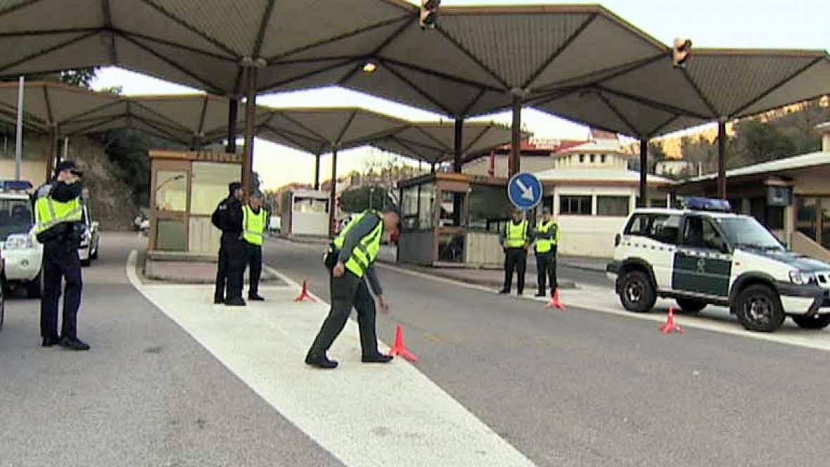 La vigilancia se ha reforzado en la frontera con Francia. En la imagen, un operativo anterior de la Guardia Civil. RTVE