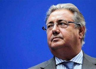 ¿Qué hace el ministro caminando por Sevilla sin aparente protección? RTVE