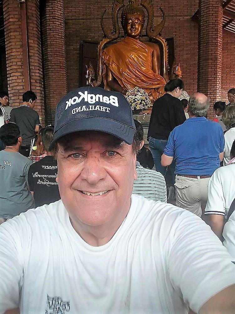 Antonio Torres, el propietario del árbol, en un reciente viaje a Tailandia.