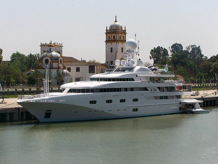 Hasta con helipuerto y helicóptero incorporado, además de muelles en el casco para embarcaciones menores. PROPRONews