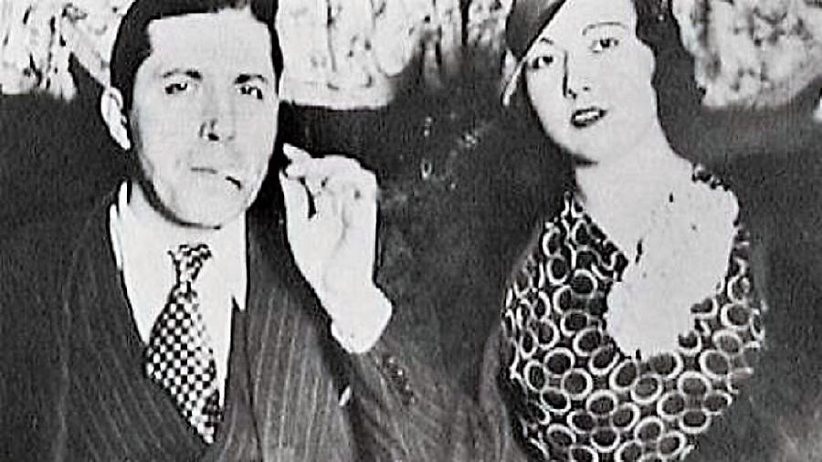 Gardel con Isabel, su novia.