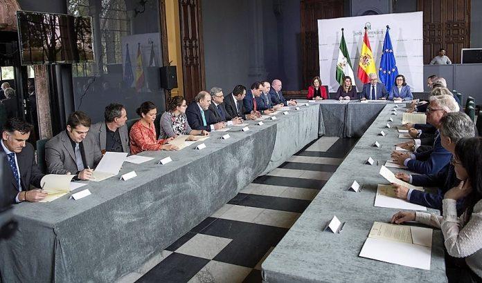 Firma del acuerdo entre la Junta de Andalucía y medios andaluces para eliminar la publicidad de prostitución. JUNTA DE ANDALUCÍA