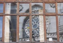 Reflejos de la fachada de la catedral de Bilbao. La Iglesia vasca ignoró muchas veces a las víctimas de ETA. PROPRONews