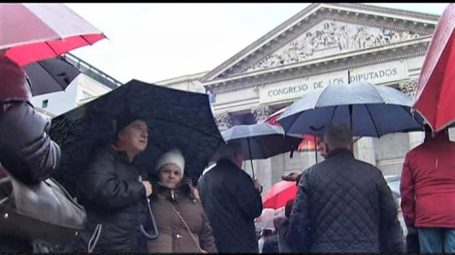 Al regreso de una manifestación de jubilados, cada manifestante es él, pero también es el otro. RTVE