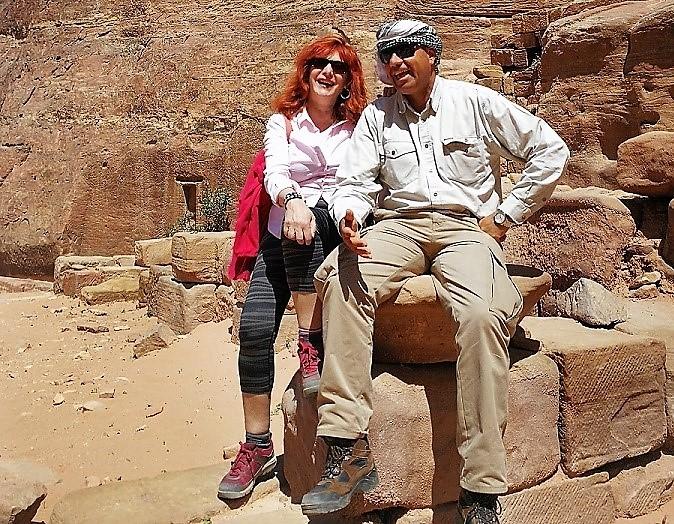 La periodista con Mahmud en el desierto jordano.