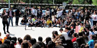 Protesta de estudiantes de la Universidad de Extremadura contra la repetición de las pruebas. RTVE