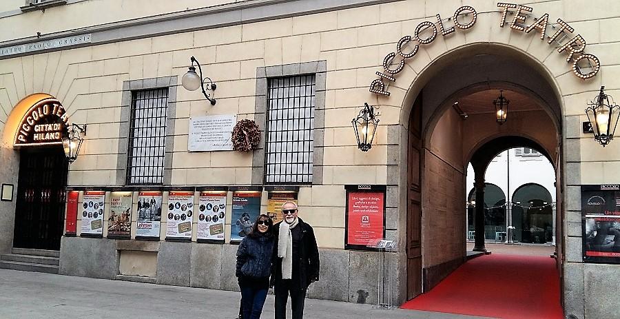 En el El famoso Piccolo Teatro de Milán, con Lydia, su mujer.