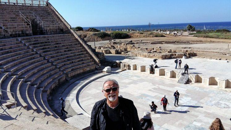 En el teatro romano de Cesarea (Israel).