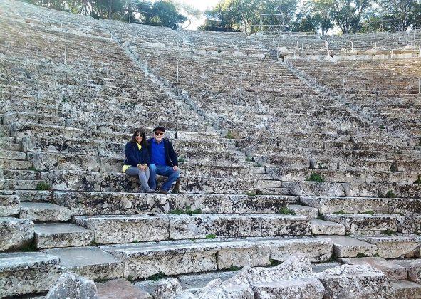 Con su mujer en el teatro griego de Epidauro.