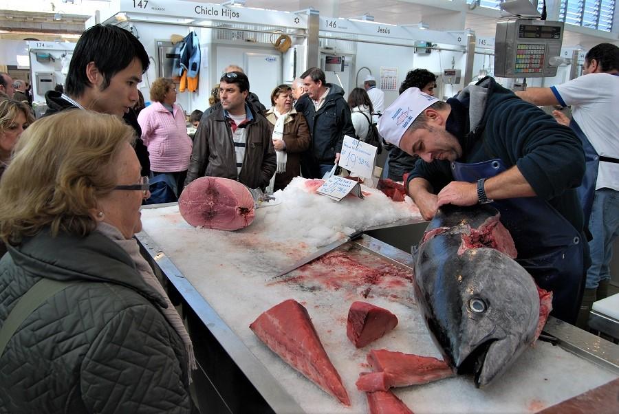 Ronqueo habitual en el Mercado de Cádiz, todo un espectáculo. PROPRONews