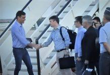 Parece una excursión de coleguitas. Una imagen que ha asombrado a todo el mundo. ¿Quién es Iván Redondo para recibir al presidente? PROPRONews