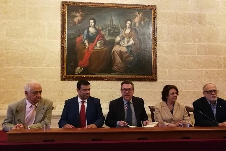 Acto de hermanamiento de Guadalupe y Sevilla, con Gonzalo Martín, el alcalde hispalense, el extremeño y el vicepresidente de la Casa de Extremadura.