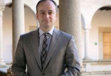 Redondo, en su época de gurú de Monago, fotografiado en la presidencia de la Junta extremeña. Hoy, eso sí, tiene más pelo.