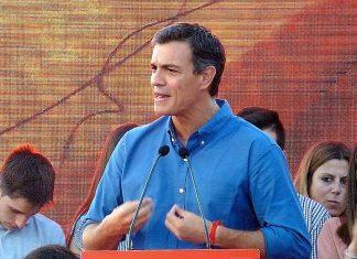 Pedro Sánchez, aquí, en un mitin en Sevilla, tiene que volver a conectar con la ciudadanía. J.M. PAGADOR