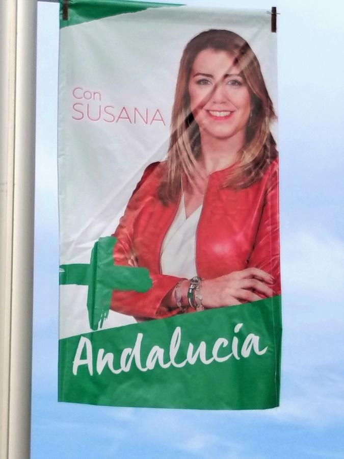 La presidenta ha desterrado de su imagen las siglas del PSOE. Toda la responsabilidad ahora es suya. PROPRONews