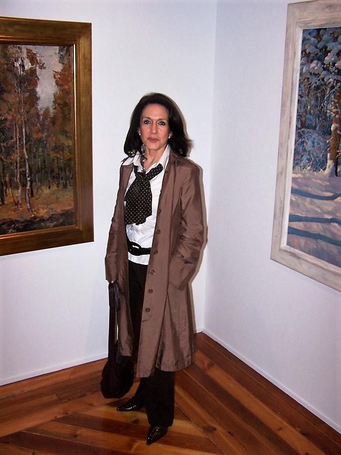 Dolores Tomás, en una de las exposiciones de su colección. J.M. PAGADOR