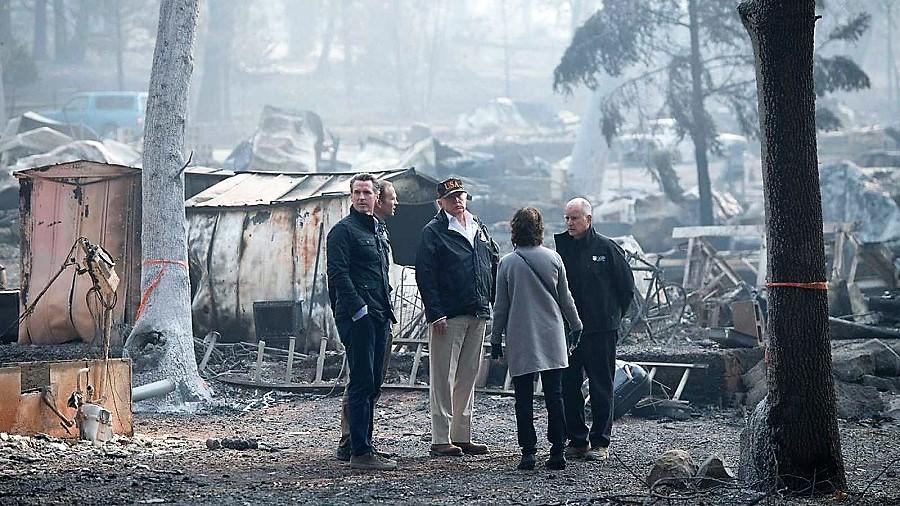 Parece un turista en medio del caos al que contribuye su política. RTVE
