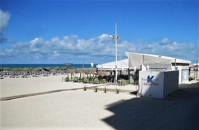 Bajo su gestión las playas están siempre impecables. J.M. PAGADOR