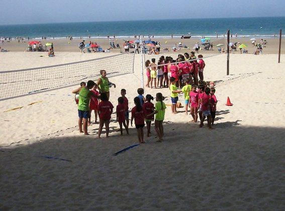 Hoy las playas son lugar de encuentro y actividad de numerosos colectivos. J.M. PAGADOR