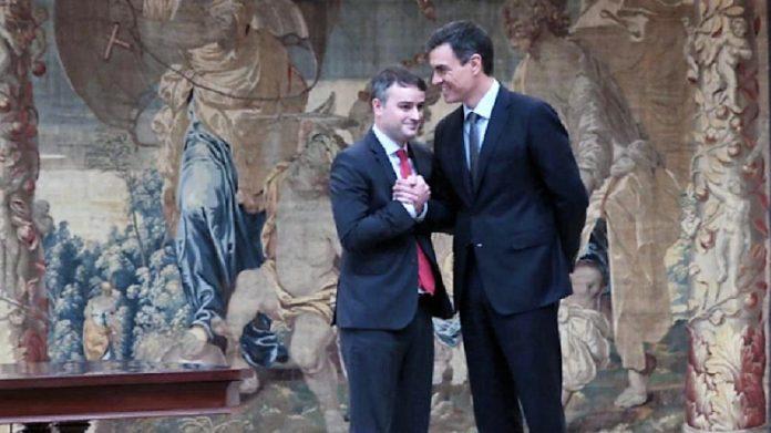 Iván Redondo con Pedro Sánchez en su toma de posesión. MONCLOA