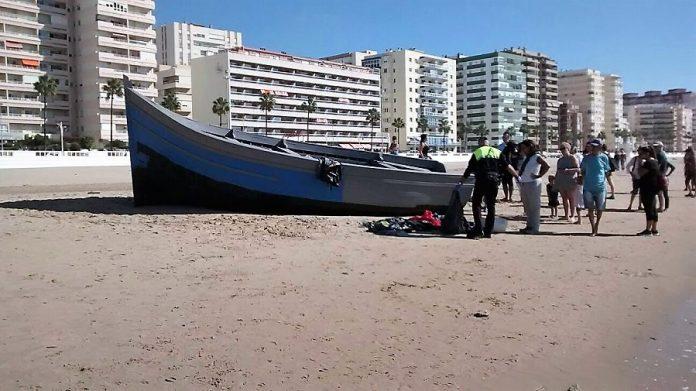 Patera de inmigrantes ilegales llegada a la misma ciudad de Cádiz. PROPRONews