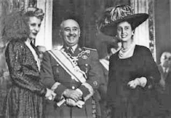 Evita, en España, con Franco y su mujer.