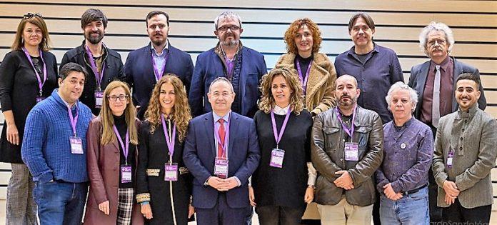 Junta directiva de FAETEDA, con el presidente Cimarro en el centro, en primera fila. FAETEDA