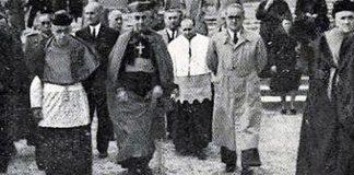 1948, el obispo con el gobernador civil de entonces.