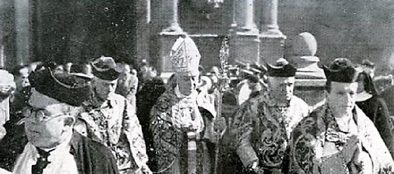 1952, el obispo, en una celebración de su diócesis.