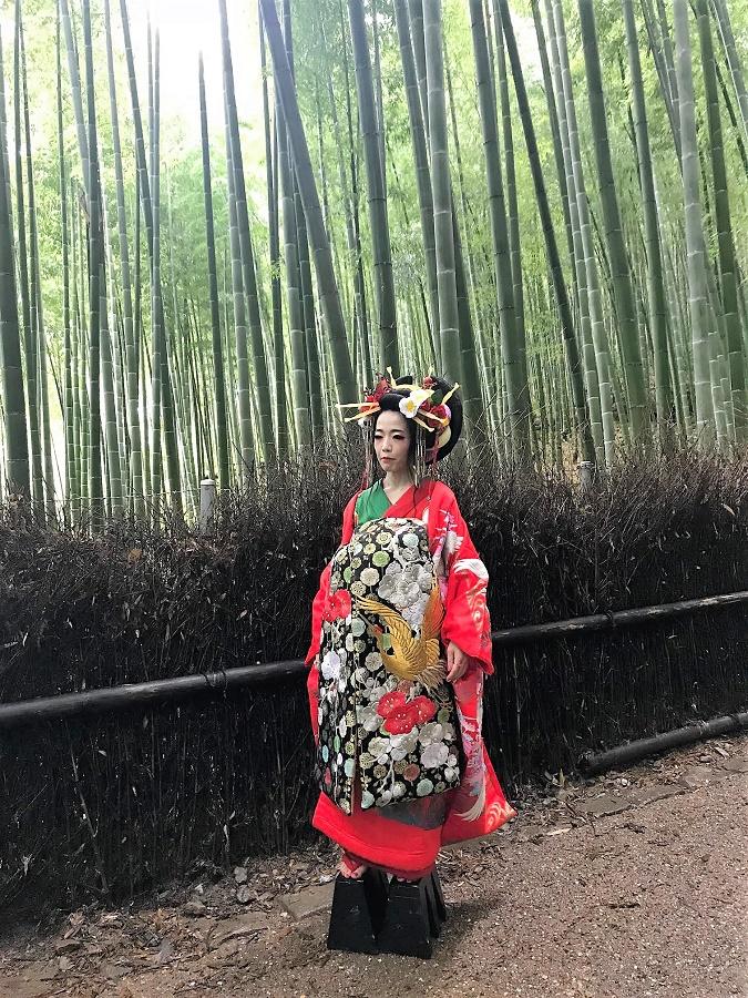 Geisha entre bambúes.